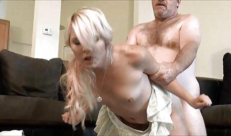 एक डिल्डो के साथ एक सुंदर कुतिया के सेक्सी बीएफ वीडियो मूवी पूल में कमबख्त