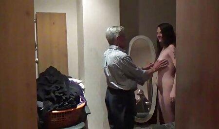 छोटे स्तन के साथ एक श्यामला को बीएफ सेक्सी फुल एचडी फिल्म गाल दिया